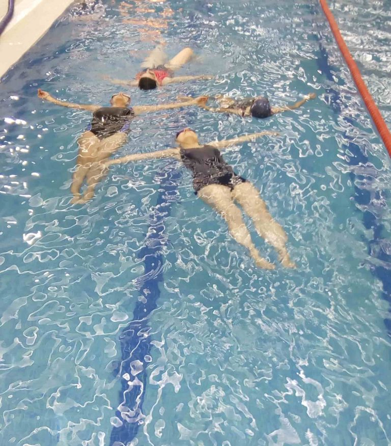 Aprende a nadar en cursos de adultos